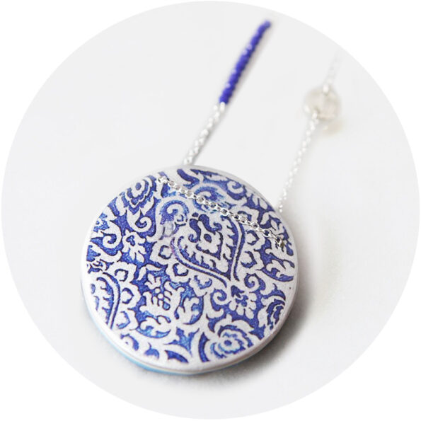 MOROCCO lace illustrated art necklace – blue