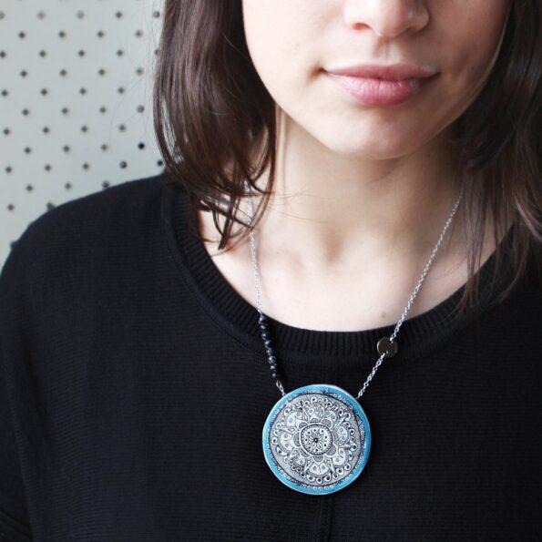 julia-model-mandala-henna