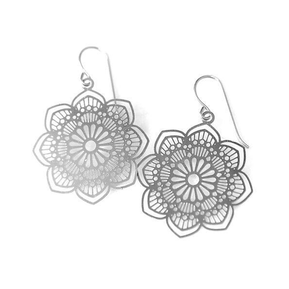 FILIGREE steel cutout earrings – daisy centre
