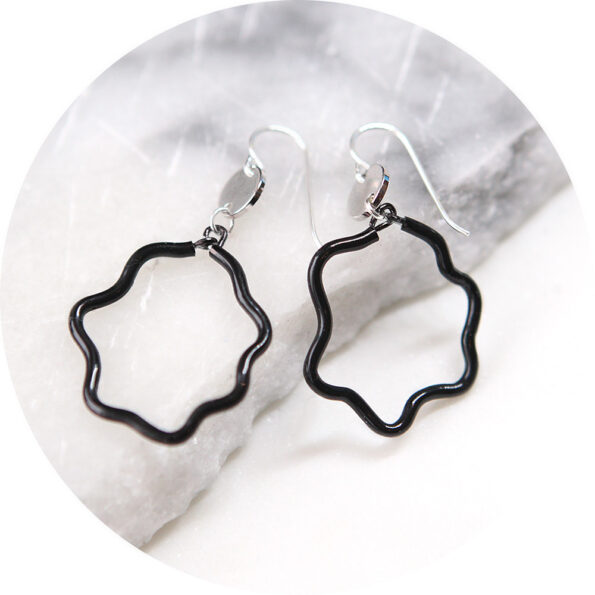 wobble poly hoop drop coin earrings – black
