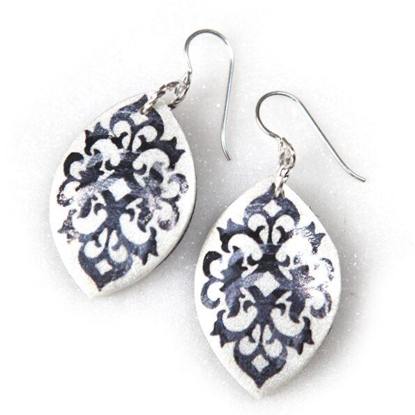 BAROQUE marquis art earrings – black