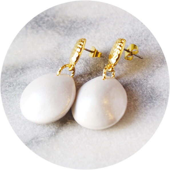 _new PEARLESCENCE bubble x pearl hammered stud earrings – silver, gold